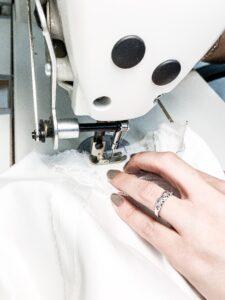 Artisanat français nos petites mains confection robes de mariee sur mesure Elise Martimort
