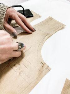 Patronnière couture haute couture elise Martimort robe de mariee confection sur mesure
