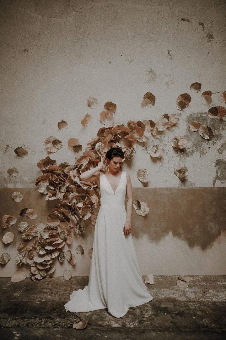 robe de mariee sur mesure 2020 paris luxe pure coupe crepe de soie dos nu decollete profond couture simple sophistique