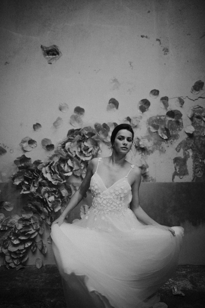 robe de mariee sur mesure 2020 paris luxe tulle tulle brode dos nu decollete profond legere dos nu bretelle soie