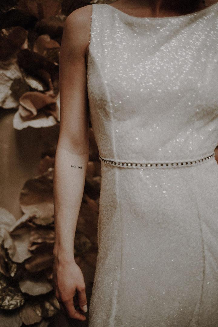 robe de mariee 2020 luxe paris sur mesure paillettes sequins dos nu ceinture perlee broderie ceinture bijoux volume ajuste