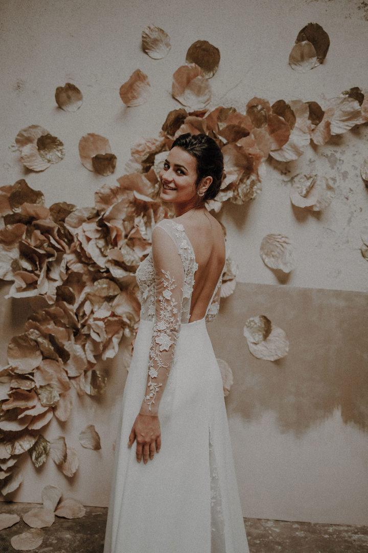 robe de mariee sur mesure 2020 couture dos nu tulle brode transparence broderie main fleures traine couture crepe de soie