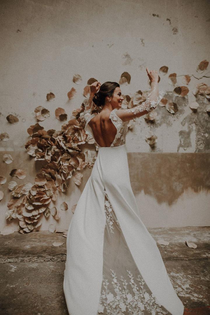 robe de mariee sur mesure 2020 couture dos nu tulle brode transparence broderie main fleurs traine couture crepe de soie