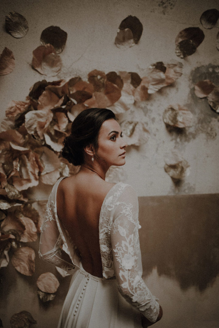 robe de mariee sur mesure 2020 asymetrique traine crepe de soie poches tulle brode dos nu encolure bateau manches longues jupe plissee