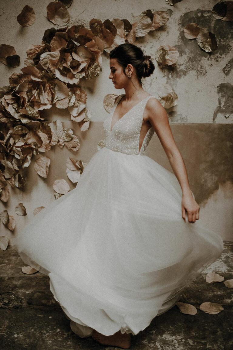 robe de mariee sur mesure 2020 couture jupe en tulle broderie main pailettes perles ados nu decollete profond transparence robe en perle