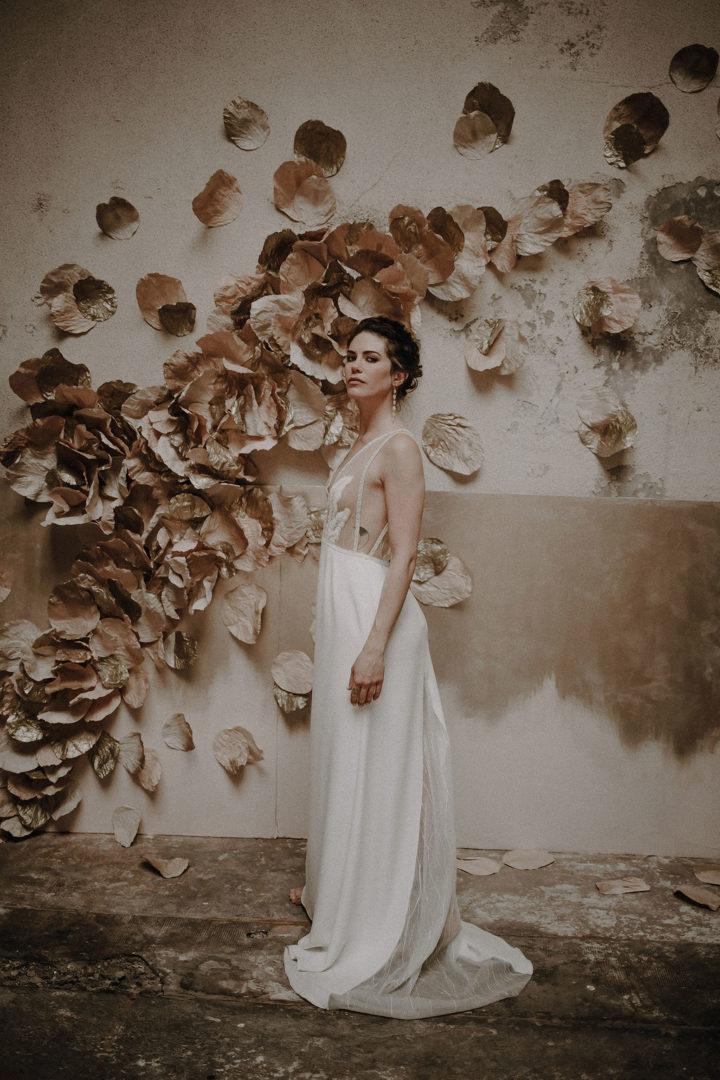 robe de mariee sur mesure 2020 paris couture robe luxe broderie main crepe de soie applat de dentelle dentelle tropicale transparence