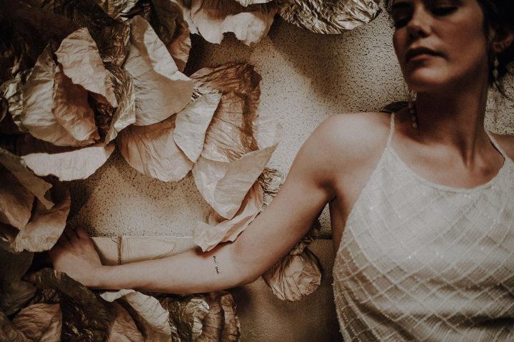 robe de mariee sur mesure 2020 robe en perles et velours fente volume ajustes bretelles soie retro