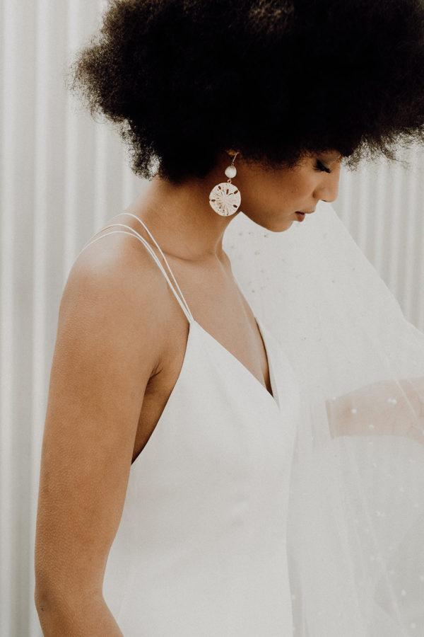 Robe de mariee sur-mesure Coline- robe satin soie glamour fait main fluide simple chic dos nu bretelles Voile de mariee sur mesure Lea perles glamour long
