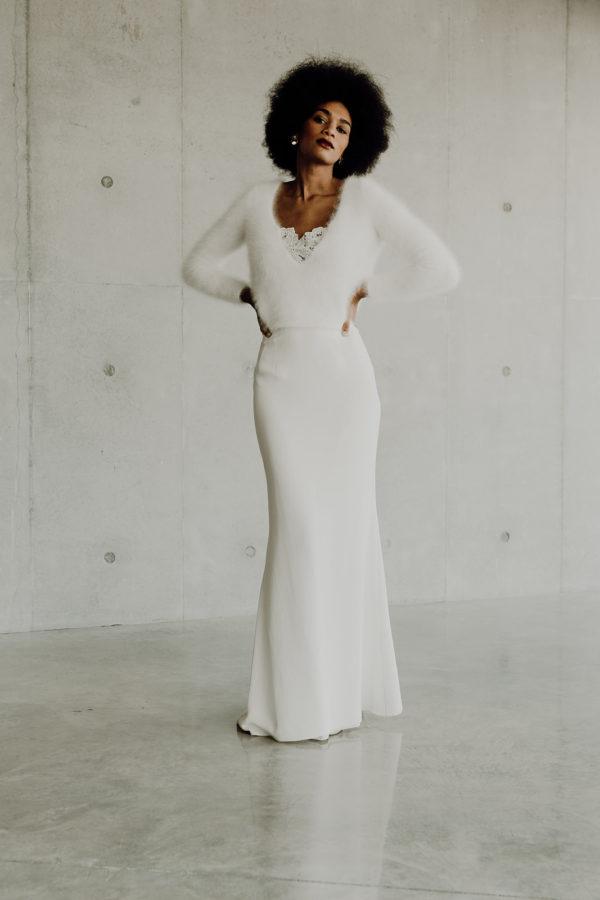 Pull de mariee sur-mesure Roxane- baby alpaga tricote main douce dos nu cache coeur decollete chic chaud jupe soie glamour