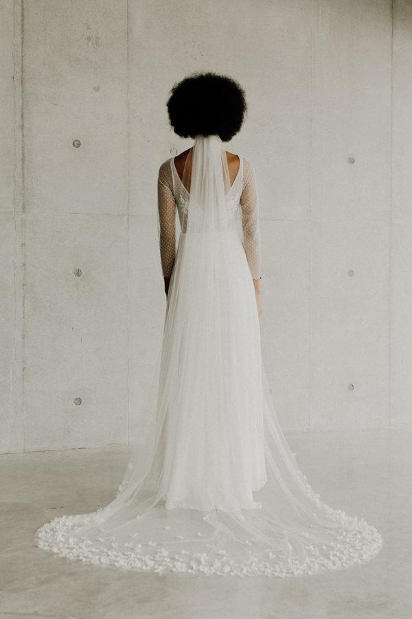 Voile de mariee sur mesure Laure vraies fleurs stabilisees fait main artisanat d'art glamour long