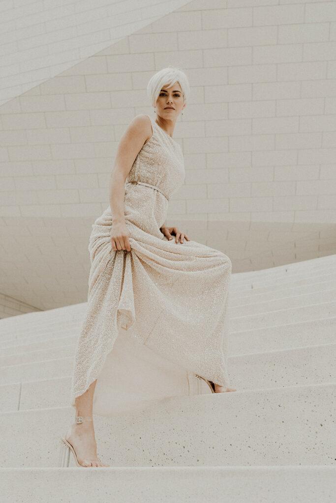 Collection 2021 - Robe de mariee sur-mesure Yael - robe paillettes dos nu glamour mousseline transparence perles soie fluide soie