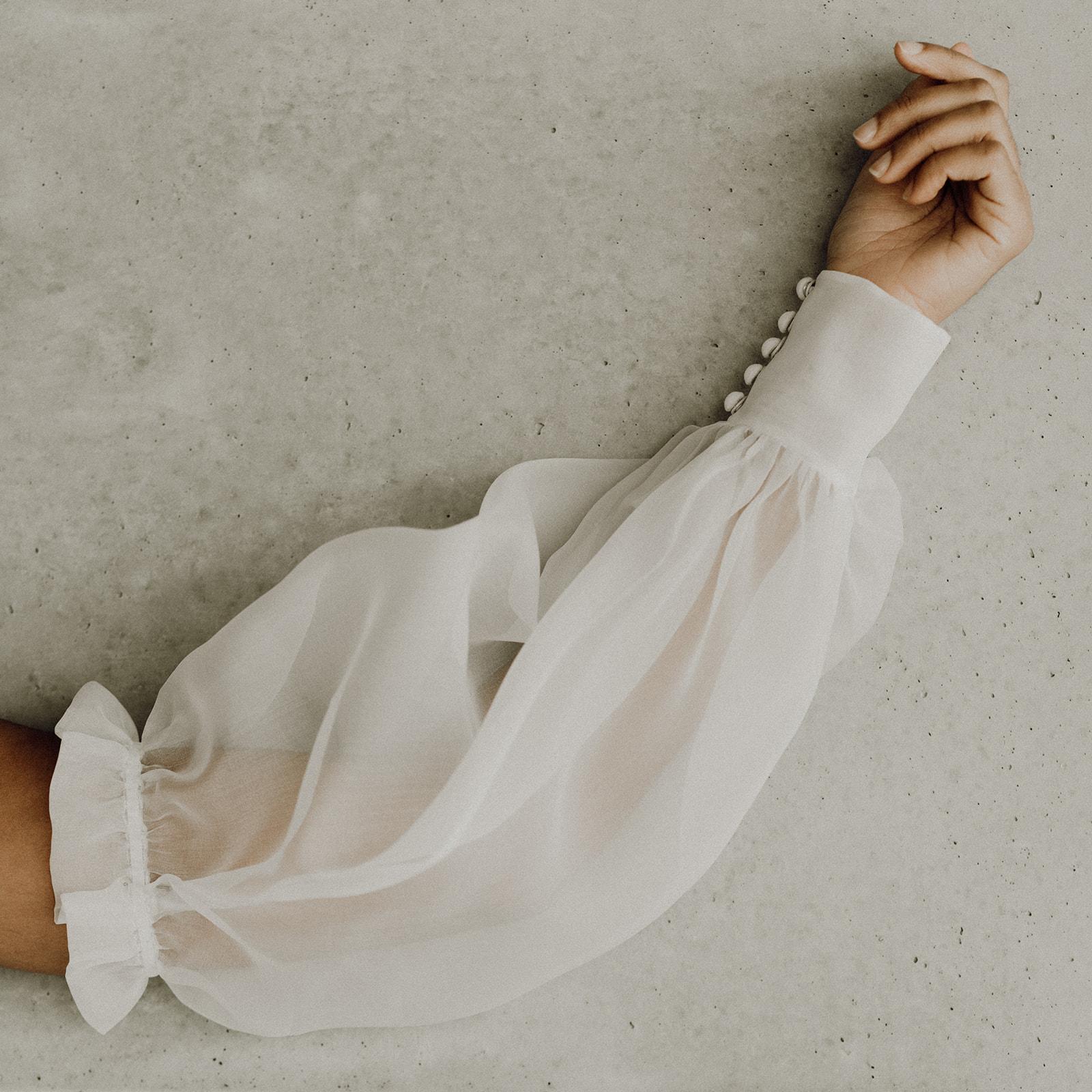 Elise Martimort creatrice de robes de mariees sur mesure manches Romy mariage bordeaux paris collection falling in love