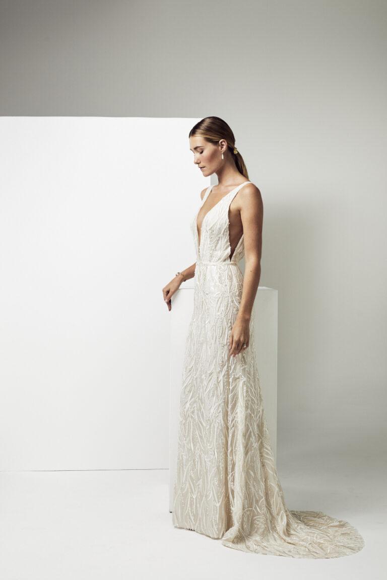robe de mariée vintage avec des perles et des sequins et des plumes