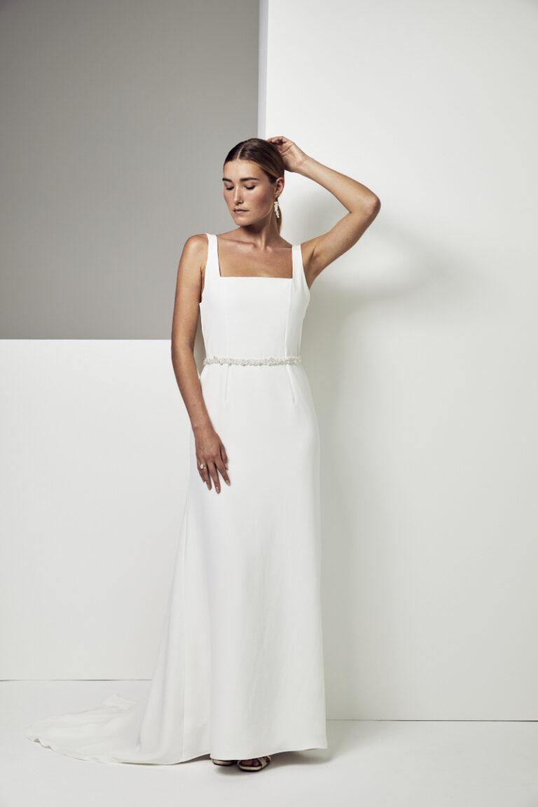 robe de mariée encolure carré et drapé dans le dos