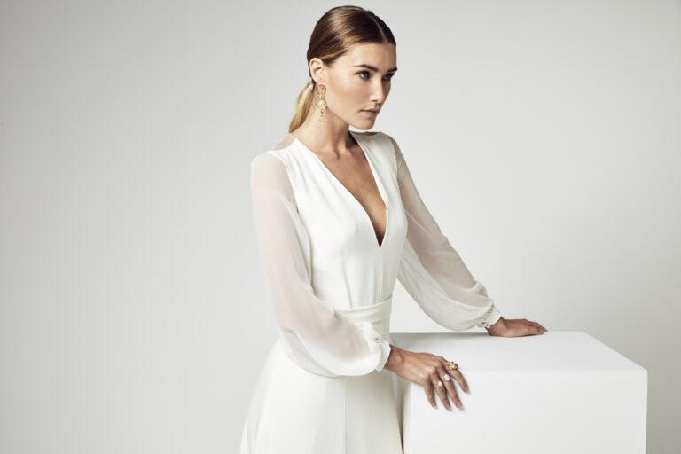 robe de mariée en crêpe de soie avec manches longues en georgette de soie