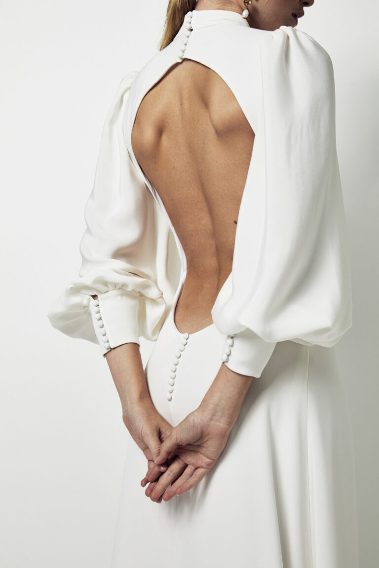 décolleté dos d'une robe de mariée en soie