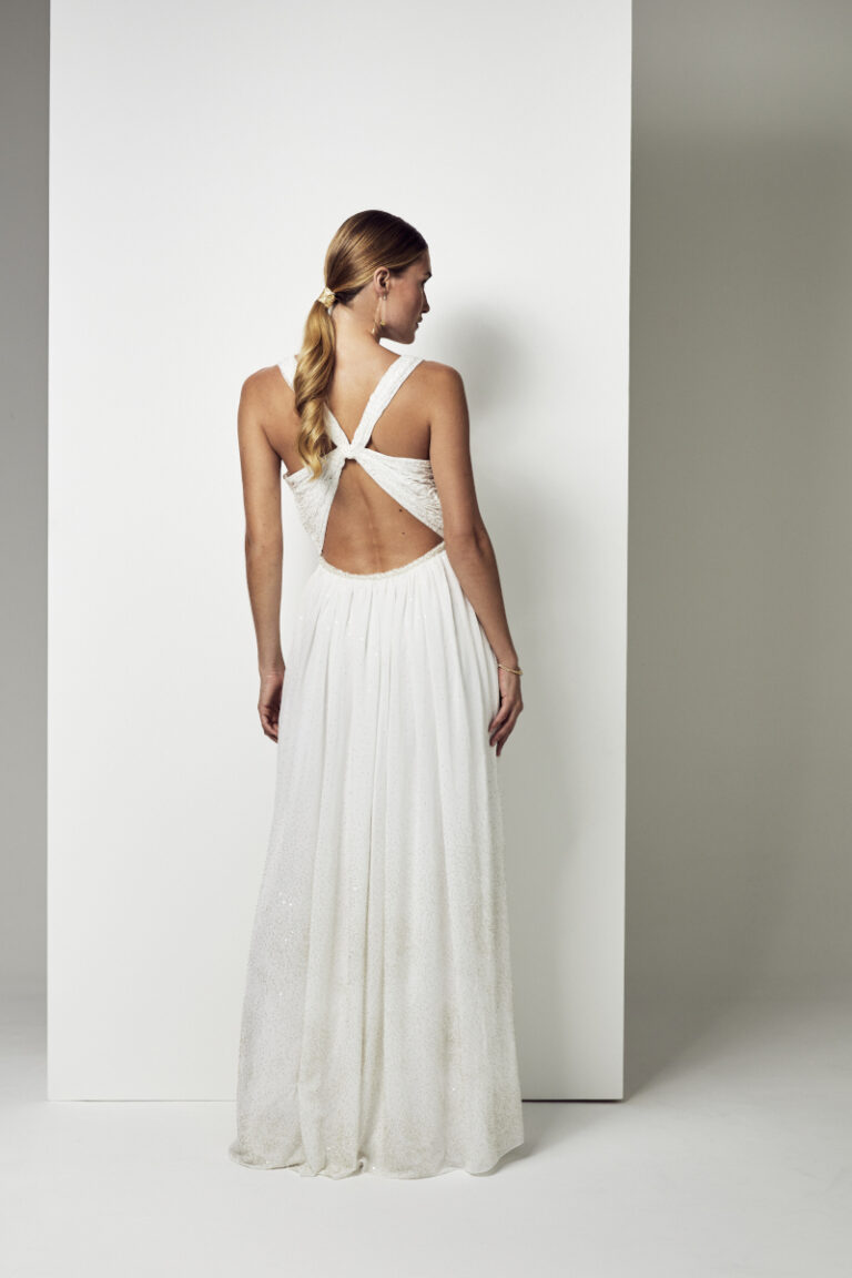 robe de mariée en soie avec un dos croisé